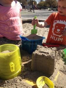 Zandkastelen bouwen I goed aanstampen is het geheim I Creatief lifestyle blog Badschuim