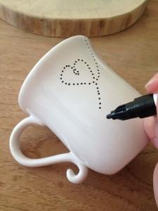 Versier je eigen mok met porseleinstift - zo doe je dat 01 I Creatief lifestyle blog Badschuim