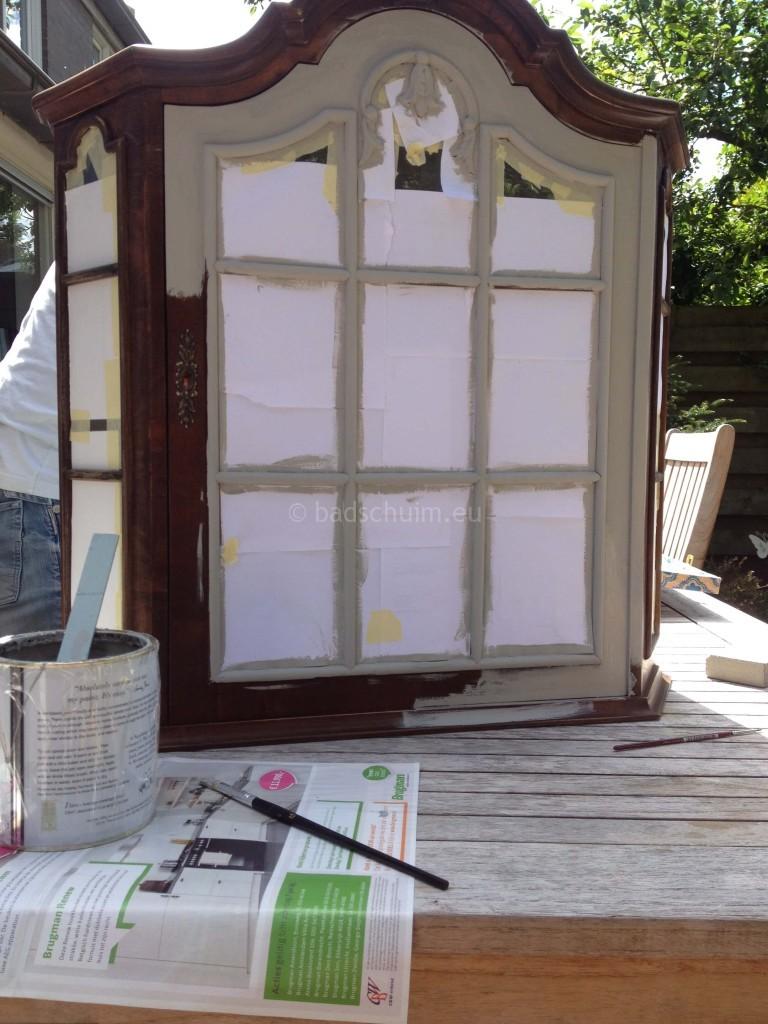 Pimp je kastje met behang I DIY stappenplan I stap 02 I gemaakt door creatief lifestyle blog Badschuim