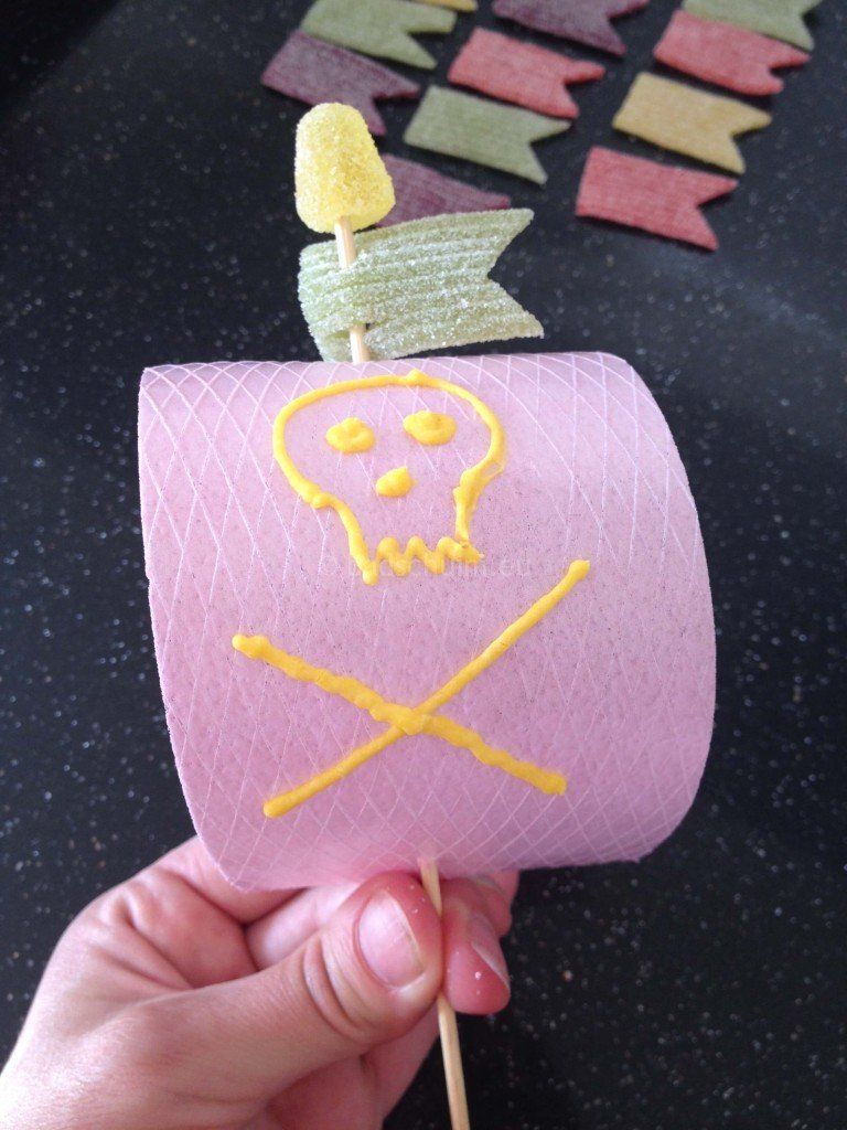 Piraten traktatie DIY I het stappenplan is te vinden op creatief lifestyle blog Badschuim