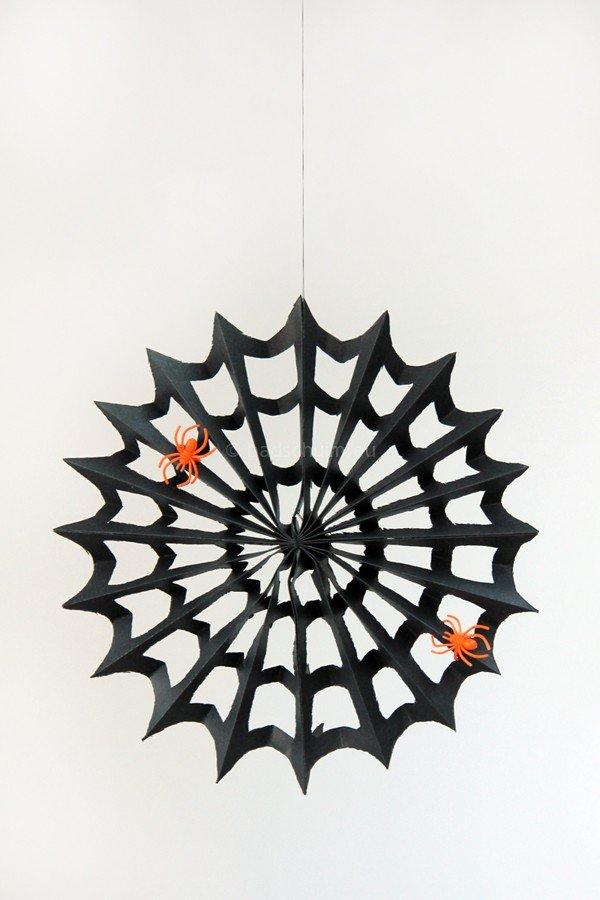 Knutselen Halloween - papieren spinnen webben I te vinden op het creatief lifestyle blog Badschuim