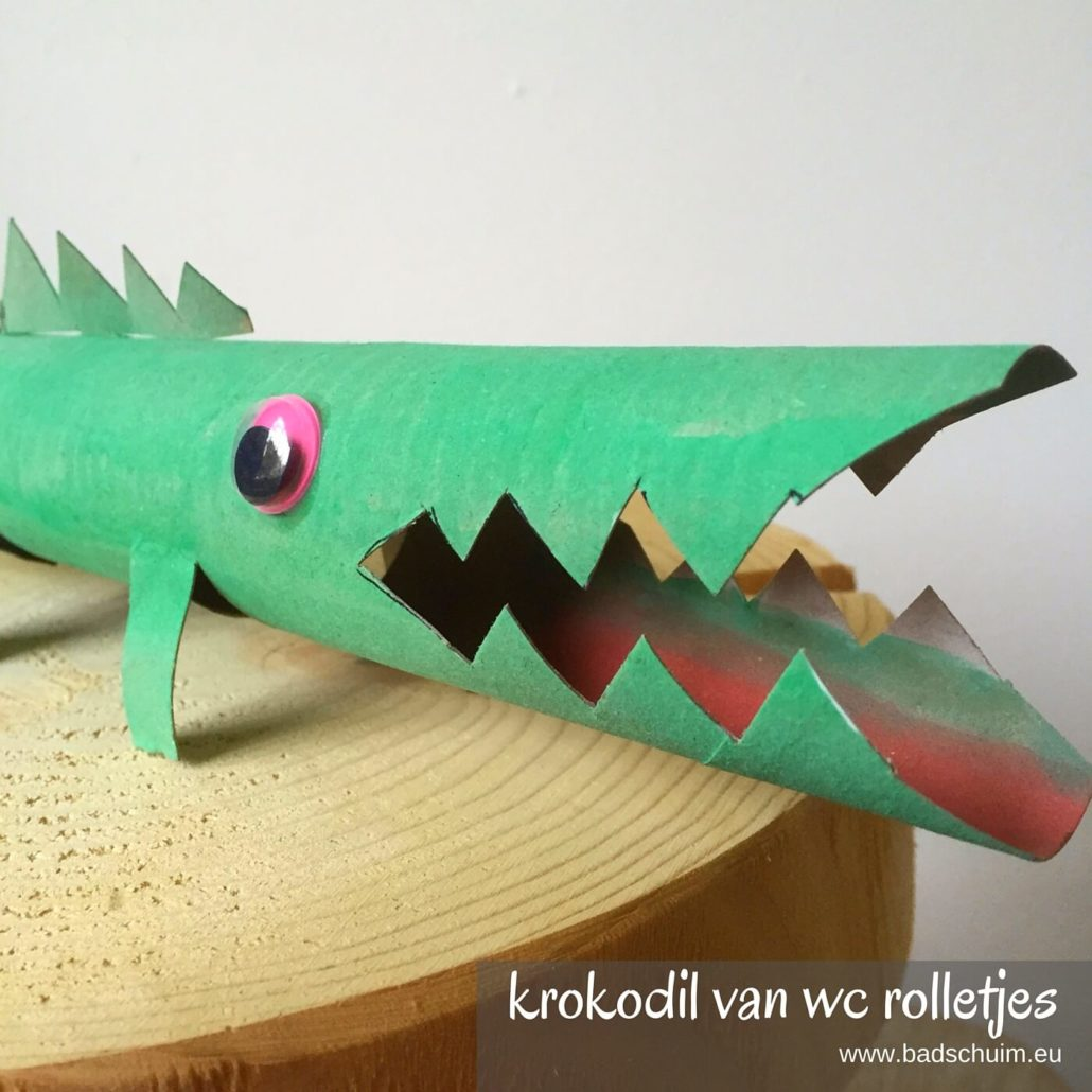 Maak je eigen dierentuin van wc rolletjes. Dit is deel 4: een krokodil van een wc rolletje. Makkelijk te maken met dit foto diy stappenplan!