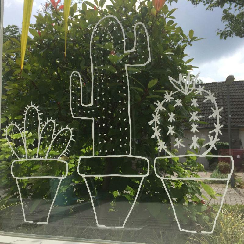 Krijtstifttekening cactussen leuk voor raam en vensterbank for Decoratie voor de raam