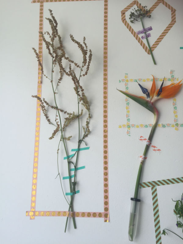 bloemen muur, bloem op muur, bloem op wand, een wand vol bloemen, zomerse bloemen diy, zomerse bloem diy,