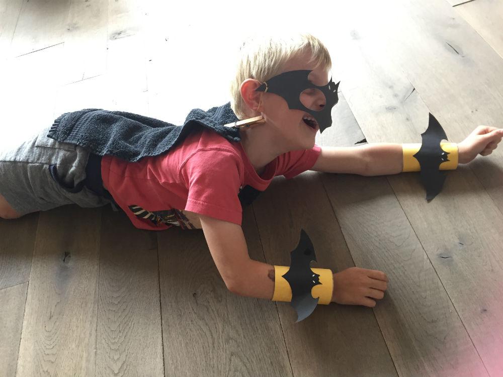Batman masker, Batman armband, Batman zelf maken, Batmanpak knutselen,