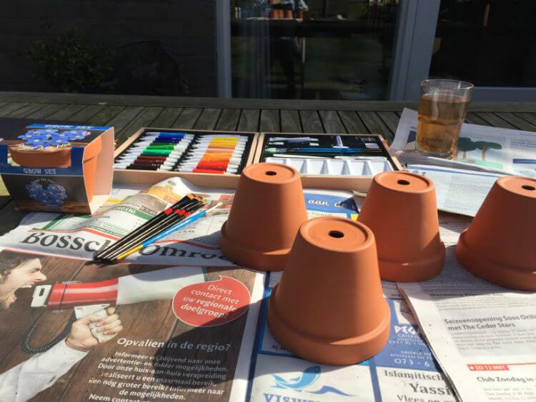 Terracotta bloempotjes verven - pimp je bloempot DIY_04