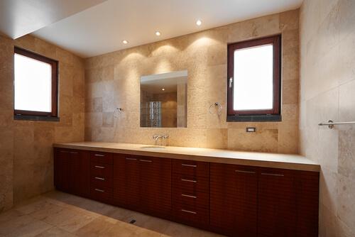 Led inbouwspot in badkamer